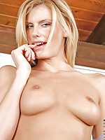 Intoxicating Anilos milf Darryl Hanah coats the rabbit in her sweltering hot juices